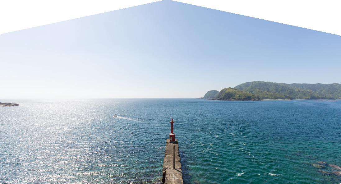 堤防と灯台